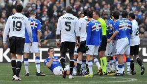 Lucchini deixa o campo aos 11 minutos do primeiro tempo (www.sampdoria.it)