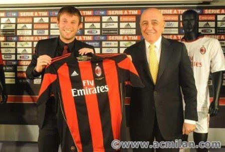 Cassano, durante sua apresentação no Milan (www.fanpop.com)